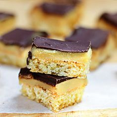 A classic New Zealand treat, this caramel slice has a chewy coconut base, a thick layer of heavenly caramel topped off with dark chocolate. Cookie Desserts, Dessert Recipes, Yummy Treats, Sweet Treats, New Zealand Food, Golden Syrup, Dessert Bars, Love Food, Caramel