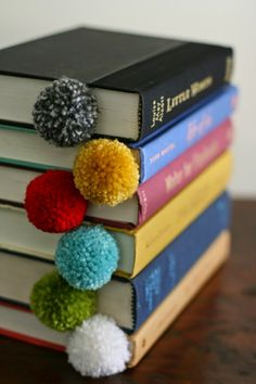 Yarn ball bookmarks at design mom diy gifts for kids, crafts to make and sell Diy Projects To Try, Craft Projects, Craft Ideas, Decor Ideas, Crochet Projects To Sell, Decorating Ideas, Play Ideas, Knitting Projects, 31 Ideas