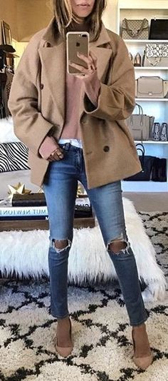 #fall #outfits Camel Coat // Sweater // Destroyed Jeans // Ppumps