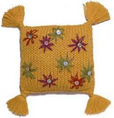 Free+Knitting+Pattern+-+Pillows,+Cushions+&+Covers:+Floral+Pillow