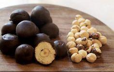 Μπισκοτένιες μπουκίτσες με ολόκληρο φουντούκι κι επικάλυψη σοκολάτας !! YUUUUUMMMMYYYY 👌 👌 👌 🍫 🍫 🍫 🍫   Συνταγή εδώ: http://www.foodmaniacs.gr/recipe/biskotenies-boukitses-fountouki-ke-sokolata/