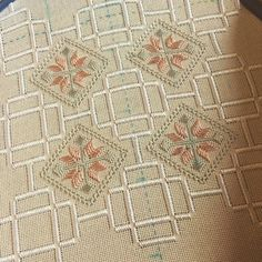 Hardanger Embroidery, Embroidery Stitches, Hand Embroidery, Bargello, Needlepoint, Hanger, Weaving, Textiles, Quilts