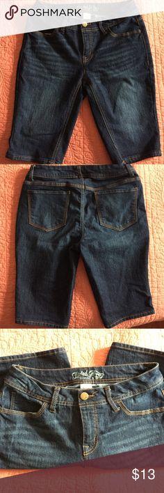 Bermuda dark denim shorts Bermuda shorts size 8, farm blue denim stretch Faded Glory Shorts Bermudas