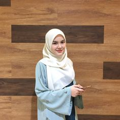 Hijabi Girl, Girl Hijab, Muslim Wedding Dresses, Dress Wedding, Muslim Women, Muslim Couples, Stylish Hijab, Hijab Fashion Inspiration, Moroccan Dress