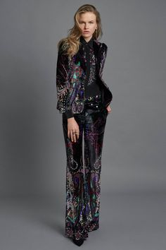 See all the Collection photos from Roberto Cavalli Autumn/Winter 2017 Pre-Fall now on British Vogue Suit Fashion, Fashion 2017, Boho Fashion, High Fashion, Fashion Show, Autumn Fashion, Fashion Outfits, Fashion Design, Fashion Trends