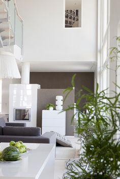 Lammi-Kivitalo Villa Elpidan olohuoneen sisustuksessa on käytetty hiekan sävyjä, lisää ideoita www.lammi-kivitalot.fi