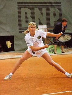 Steffi Graf in action at the 1990 French Open. Tennis Rules, Sport Tennis, Soccer, Steffi Graff, How To Play Tennis, Tennis Party, Tennis Equipment, Vintage Tennis, Bjorn Borg