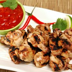 CHICKEN WINGS WITH SRIRACHA DIPPING SAUCE