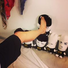 """V squishing Jimin doll with his foot// Tae's twitter update: """"You're beneath me haha"""""""
