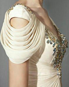 Stylish Blouse Design, Fancy Blouse Designs, Saree Blouse Designs, Sleeves Designs For Dresses, Sleeve Designs, Sari Design, Diy Design, Kleidung Design, Indian Designer Wear
