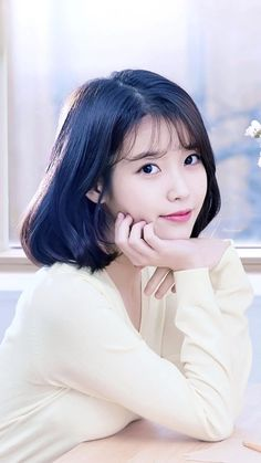When you care for your hair your whole life changes. Good hair tells other people that you are put together. Few people can resist or deny the appeal of a Iu Short Hair, Korean Short Hair, Short Hair Styles, Iu Hair, Cute Korean Girl, Asian Girl, Korean Beauty, Asian Beauty, Oppa Gangnam Style