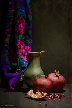 Still Life Drawing, Painting Still Life, Still Life Photography, Fine Art Photography, Pomegranate Art, Still Life Pictures, Still Life Fruit, Light Painting, Art Drawings Sketches