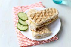Zin in een lekkere lunch? Maak dan eens een panini hot chicken. Super lekker en heel erg simpel. Binnen 15 minuten staat dit lekkere broodje op tafel. Eetse
