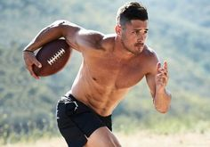 NFL's Danny Amendola Shows Off Ripped Abs for 'Men's Health': Photo New England Patriots star wide receiver Danny Amendola strips down shirtless for his Men's Health October 2016 cover story, on newsstands September Here's… Danny Amendola, Nfl Football Players, Rugby Players, Football Baby, New England Patriots Football, Handsome Male Models, Athletic Men, Shirtless Men, Sport Man