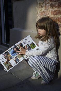 maja ogląda fotoksiążkę