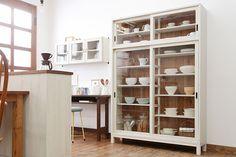 薄型アンティーク食器棚