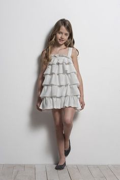 Looks archivos - Sainte Claire Preteen Girls Fashion, Young Girl Fashion, Tween Girls, Cute Girls, Kids Fashion, Cute Girl Dresses, Little Girl Dresses, Girl Outfits, Little Girl Models