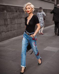 Street style look com calça jeans e blusa polo. 8 looks super chic com jeans Looks Jeans, Mode Jeans, Cute Shorts, Mode Inspiration, Fashion Inspiration, Look Fashion, Street Fashion, Fall Fashion, Jeans Fashion