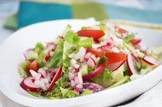 Was gibt es herrlicheres im Frühling als ein leckerer Salat? Zeit um den Frischen Radieschensalat auszuprobieren! Ein super einfaches Rezept!