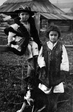 Hutsuls 1927, Verkhovyna, west Ukraine.jpg