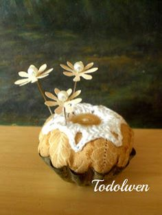 Pin cushion inside a tin tart pan and also tutorial for paper flower pins