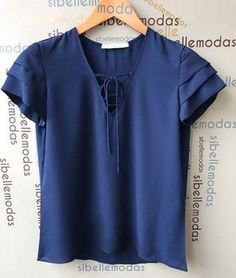 BLUSA CREPE MARINHO MANGA LAYER LAÇO Blouse Styles, Blouse Designs, Scarf Dress, Cute Crop Tops, Beautiful Blouses, Western Outfits, Business Outfits, Fashion Outfits, Womens Fashion