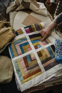 Piecing a Scrap Quilt - Folk Fibers Guidebooks Barn Quilt Designs, Quilting Designs, Quilting Projects, Sewing Projects, Log Cabin Quilts, Textiles, Quilts For Sale, Star Quilts, Quilt Making
