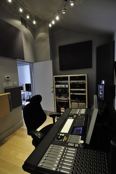 28 Home Recording Studio Design Ideas. Pick and select the studio for many of your movie wants. Soundproof recording studios also employ insulation in order to prevent noise. Some studios w. Studio Musical, Music Studio Room, Audio Studio, Studio Desk, Studio Setup, Home Design, Home Theater Design, Home Music, Media Room Design