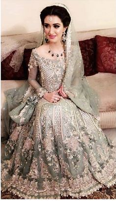 A lovely bride Ayesha looks breathtaking in her bridal dream dress designed by very famous Saira Shakira Walima Dress, Pakistani Formal Dresses, Pakistani Wedding Outfits, Pakistani Dress Design, Bridal Outfits, Dulhan Dress, Shadi Dresses, Pakistani Clothing, Wedding Attire