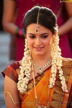 Kriti Kharbanda Raaz Reboot Hot Girl`s Cute Pics South Indian Bride, South Indian Actress, Beautiful Indian Actress, Beautiful Actresses, Beautiful Bride, South Actress, Beautiful Women, Beautiful Saree, Simply Beautiful
