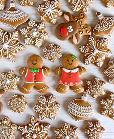 Christmas is the most important holiday of the year, so it must be the most exciting, we need to prepare a lot of things for the holiday, of course, Christmas cookies should also be in preparation. Icing For Gingerbread Cookies, Gingerbread Decorations, Cookie Icing, Sugar Cookies, Christmas Cookies, Christmas Gingerbread House, Christmas Candy, Christmas Desserts, Simple Christmas