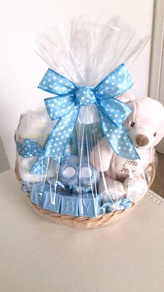 Gorgeous 45 Cool Baby Shower Gift Ideas For Baby Boy source : Regalo Baby Shower, Baby Shower Gift Basket, Baby Hamper, Baby Baskets, Baby Shower Gifts, Girl Gift Baskets, Raffle Baskets, Baby Boy Or Girl, Baby Boys