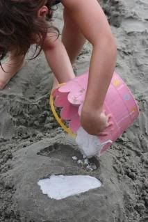 If you're heading to the beach this summer, this is a great craft idea. Fill footprints and handprints in the sand with plaster of paris to make unique keepsakes.