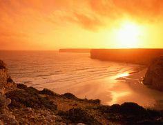 Acaba o dia, começa a noite. Tragam as frescas. #aquihafrescas @ Praia de Sagres, Algarve.