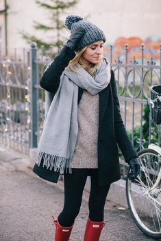 Winter scarf outfit, rainy day outfit for fall, winter outfits casual Casual Winter Outfits, Winter Mode Outfits, Cold Weather Outfits, Winter Outfits Women, Winter Fashion Outfits, Autumn Winter Fashion, Outfit Winter, Outfits 2016, Trendy Outfits