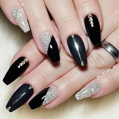 Top 33 Amazing Nail Art Design Ideas 2019 – Source by Top 33 Amazing Nail Art Design Ideas 2019 – Source by Top 33 Amazing Nail Art Design Ideas 2019 – Source by Top 33 Amazing Nail Art Design Ideas … Silver Nails, Black Nails, Red Nails, White Nails, Nail Art Designs, Winter Nail Designs, Halloween Nail Art, Nagel Gel, Nail Decorations