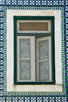 Carlos' Photos : Photo Keywords : tiles  : Mosaicos en las casa de Alfama | SmugMug