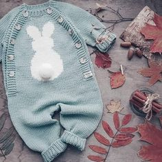 Best 11 Ripple Rainforest Scarf pattern by Ellie from Hook Yarn Carabiner – SkillOfKing. Baby Knitting Patterns, Knitting For Kids, Baby Patterns, Winter Baby Clothes, Knitted Baby Clothes, Baby Bunny Costume, Pinterest Baby, Baby Boy Outfits, Kids Outfits