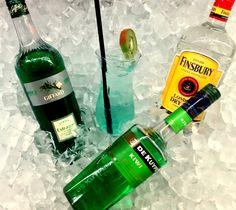 Crazy & Fresh: Estragon-Kiwi-Cooler 4cl Finsbury Gin, 2cl De Kuyper Kiwilikör, 2cl Giffard Estragonsirup, 2cl Lime Juice, Water