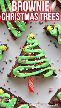 12 Christmas treats for kids! These Christmas brownie Christmas treats are part of our list of 12 Christmas cookies, desserts and treats that are perfect for kids, school, classroom gifts, church sales and more! Edible Christmas Gifts, Easy Christmas Treats, Christmas Deserts, Christmas Party Food, Xmas Food, Christmas Cooking, Noel Christmas, Christmas Goodies, Holiday Treats