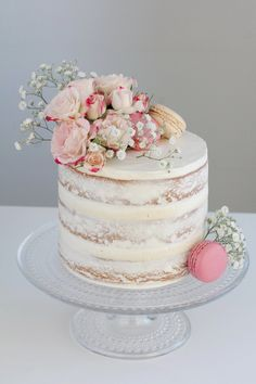 Vanillu naked-cake Best Picture For wedding cakes spring blue For Your Taste You are looking for something, and it is going to tell you exactly what you are looking for, and you didn't find that pictu Drip Cakes, Bolos Naked Cake, Nake Cake, Beaux Desserts, 18th Birthday Cake, Simple Birthday Cakes, Baby Girl Birthday Cake, Birthday Cake With Flowers, Birthday Cake Decorating