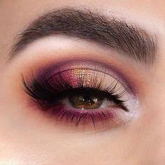 Smoky Eye Makeup, Blue Eye Makeup, Eye Makeup Tips, Makeup Inspo, Makeup Inspiration, Hair Makeup, Makeup Style, Berry Makeup, Smokey Eye