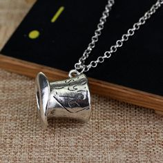 Alice In Wonderland Hat Low Mad Hatter Hat Silver Pendant Necklace High Quality collars Necklace, Pendant Necklaces Style: Trendy Metals Type: Zinc Alloy Pendant Size: 2.4*2.9cm Model Number: Alice Material: Metal Shape\pattern: Anchor Gender: Unisex Compatibility: Alice In Wonderland Function: Movie Jewelry Length: 50cm