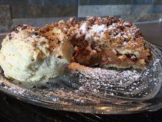 Apfel-Topfenkuchen+mit+Crumble+an+Vanilleeis #waskochen Muffin, Ice Cream, Grad, Breakfast, Desserts, Vanilla, Delicious Dishes, Ice, Apple