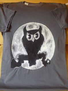 Camiseta, todas mis camisetas están pintadas a mano. El dibujo, yo no imprimo, directamente sobre la tela. Me encanta pintar!
