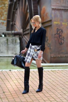 #Fashion #Streetstyle #jupe #portefeuille #bottes #cpourl
