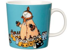 The Arabia artist Tove Slotte-Elevant has designed the delightful Moomin tableware collection for children in keeping with the original drawings. The high quality porcelain mugs are made in Finland and are microwave and dishwasher safe. Moomin Shop, Moomin Mugs, Moomin Cartoon, Moomin Valley, Mug Decorating, Tove Jansson, Nordic Design, Porcelain Ceramics, Mug Designs