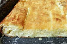 Ova pita je san snova, lako se sprema, još lakše se jede! Danas vam Ivana sa sajta mogujatosama.rs predstavlja pitu sa sirom i grizom - spolja hrskavu, iznutra mekanu i sočnu.  Poslužite je toplu sa čašom jogurta, tako lepo se to slaže... Mi odosmo,