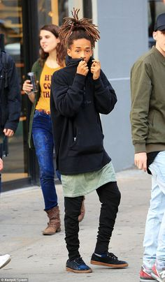 Jaden Smith is shopping for clothes in the Big Apple Jaden Smith Fashion, Will Smith, Image Swag, Streetwear, Justin Bieber, Celebrity Look, Black Men, Menswear, Celebs