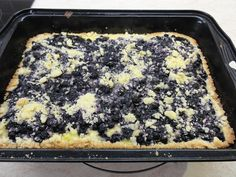 Borůvkový koláč pudinkem a žmolenkou